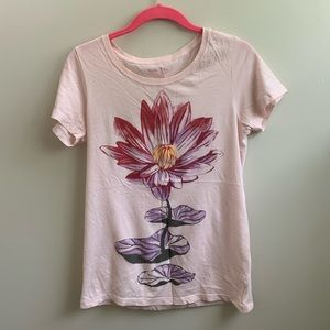 Lucky Brand lotus flower tee shirt M